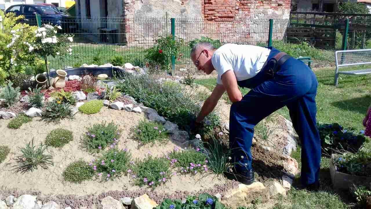Uređivanje dvorišta u Dječjem vrtiću Potočić - Komunalac